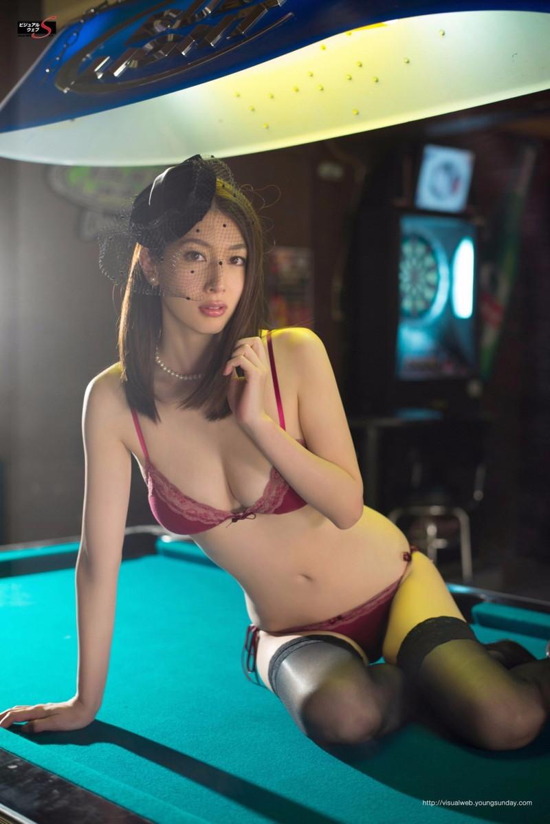 【小林恵美グラビア画像】芸能界引退を発表したグラドル美女のセクシー水着画像 19
