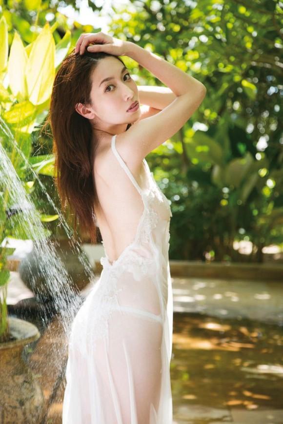 【小林恵美グラビア画像】芸能界引退を発表したグラドル美女のセクシー水着画像 25