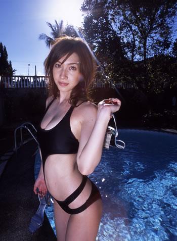 【小林恵美グラビア画像】芸能界引退を発表したグラドル美女のセクシー水着画像 42