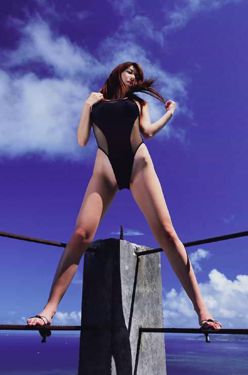 【小林恵美グラビア画像】芸能界引退を発表したグラドル美女のセクシー水着画像 43