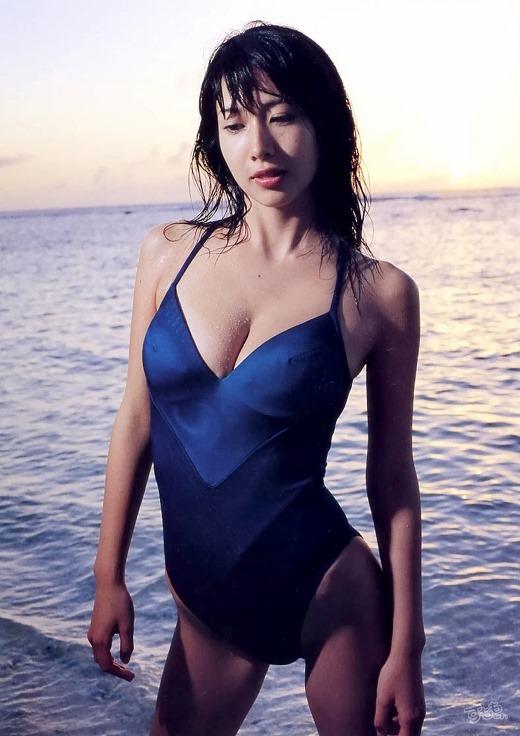 【小林恵美グラビア画像】芸能界引退を発表したグラドル美女のセクシー水着画像 45