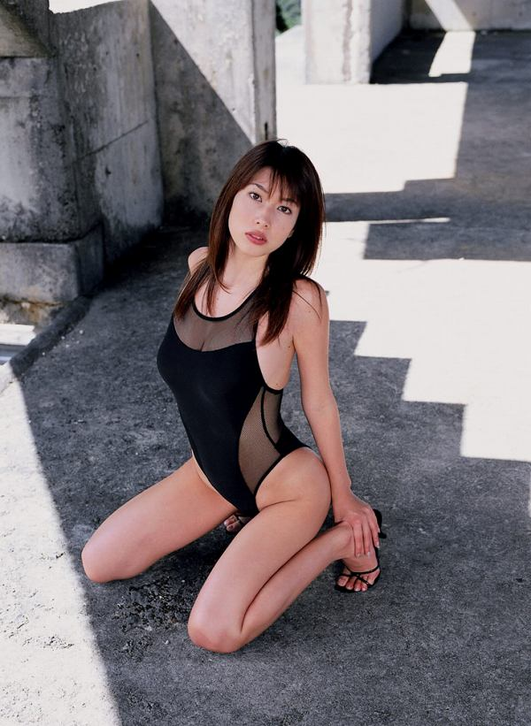 【小林恵美グラビア画像】芸能界引退を発表したグラドル美女のセクシー水着画像 47