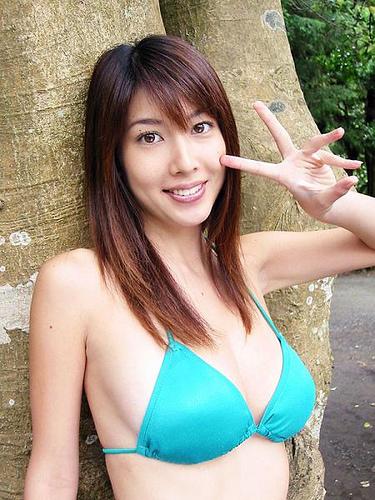 【小林恵美グラビア画像】芸能界引退を発表したグラドル美女のセクシー水着画像 68