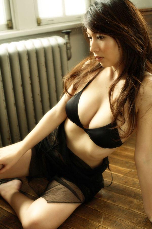 【小林恵美グラビア画像】芸能界引退を発表したグラドル美女のセクシー水着画像 77