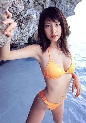 【小林恵美グラビア画像】芸能界引退を発表したグラドル美女のセクシー水着画像 78