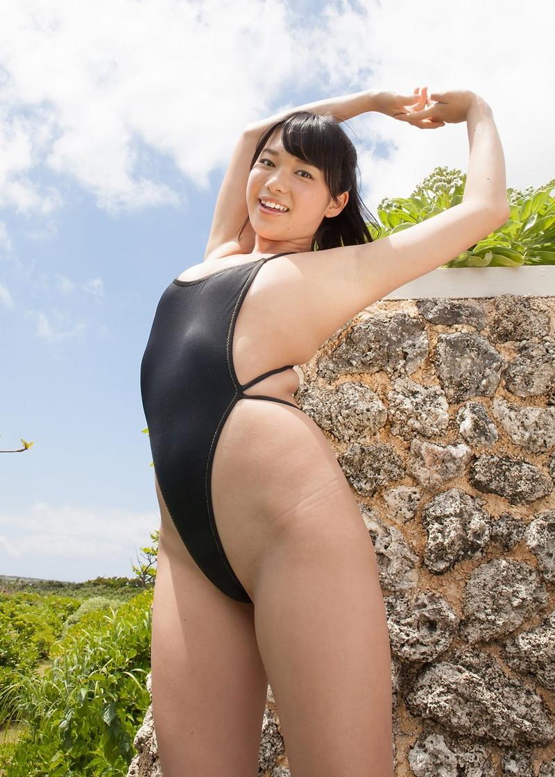 【グラドルエロ水着画像】露出多めなエロデザイン水着のグラビアアイドル画像 09