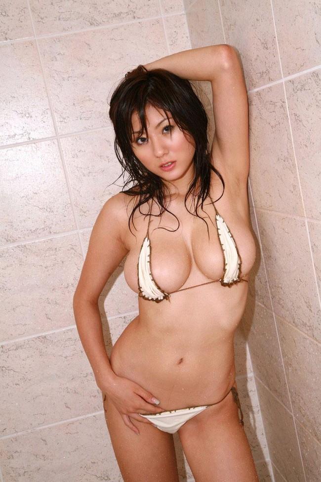 【グラドルエロ水着画像】露出多めなエロデザイン水着のグラビアアイドル画像 16