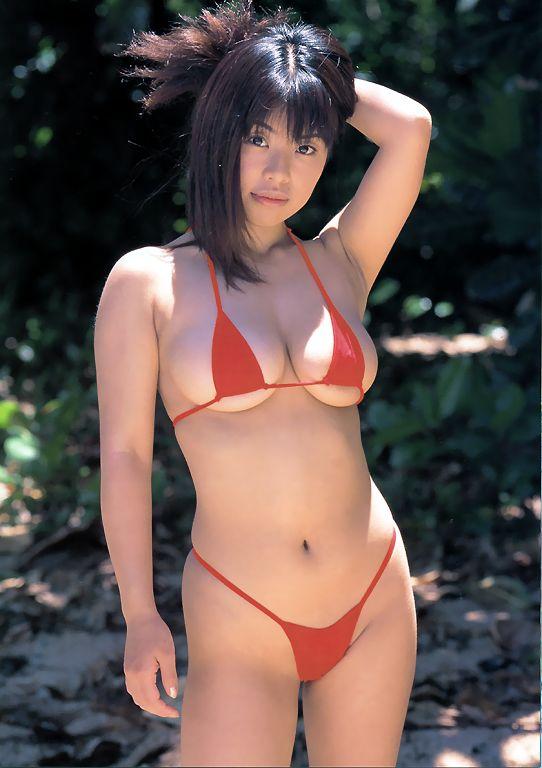 【グラドルエロ水着画像】露出多めなエロデザイン水着のグラビアアイドル画像 31