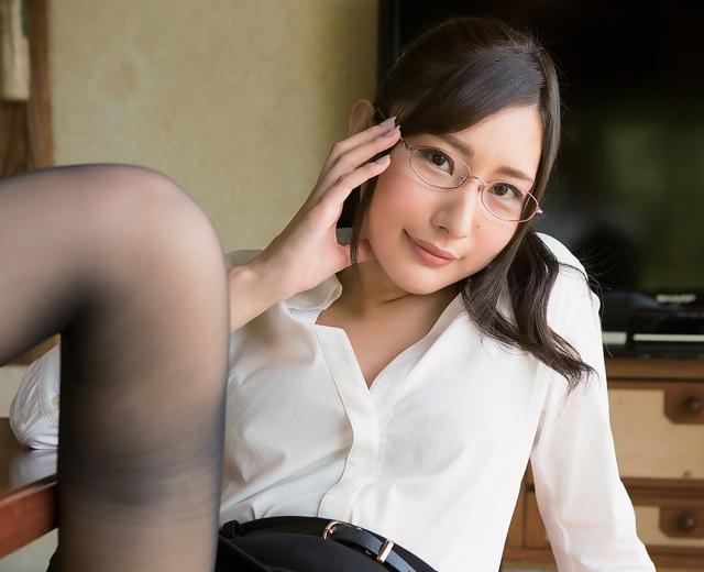【高坂ゆかりグラビア画像】元レースクイーンのGカップ巨乳グラドル美女画像
