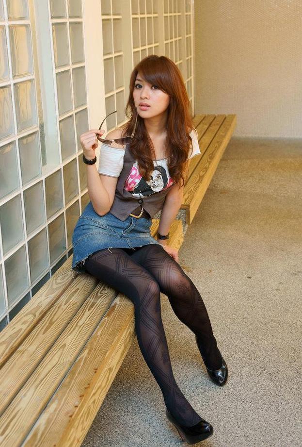 【タレントミニスカ画像】アイドルやグラドルのパンチラしそうなミニスカ画像 21