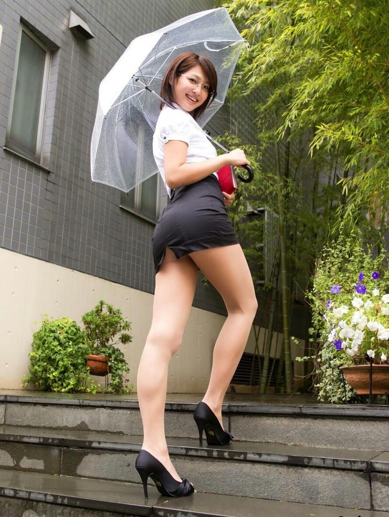 【タレントミニスカ画像】アイドルやグラドルのパンチラしそうなミニスカ画像 24
