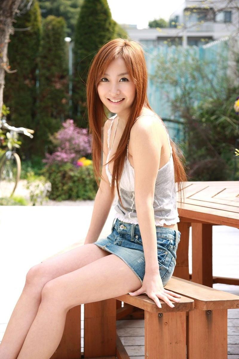 【タレントミニスカ画像】アイドルやグラドルのパンチラしそうなミニスカ画像 26
