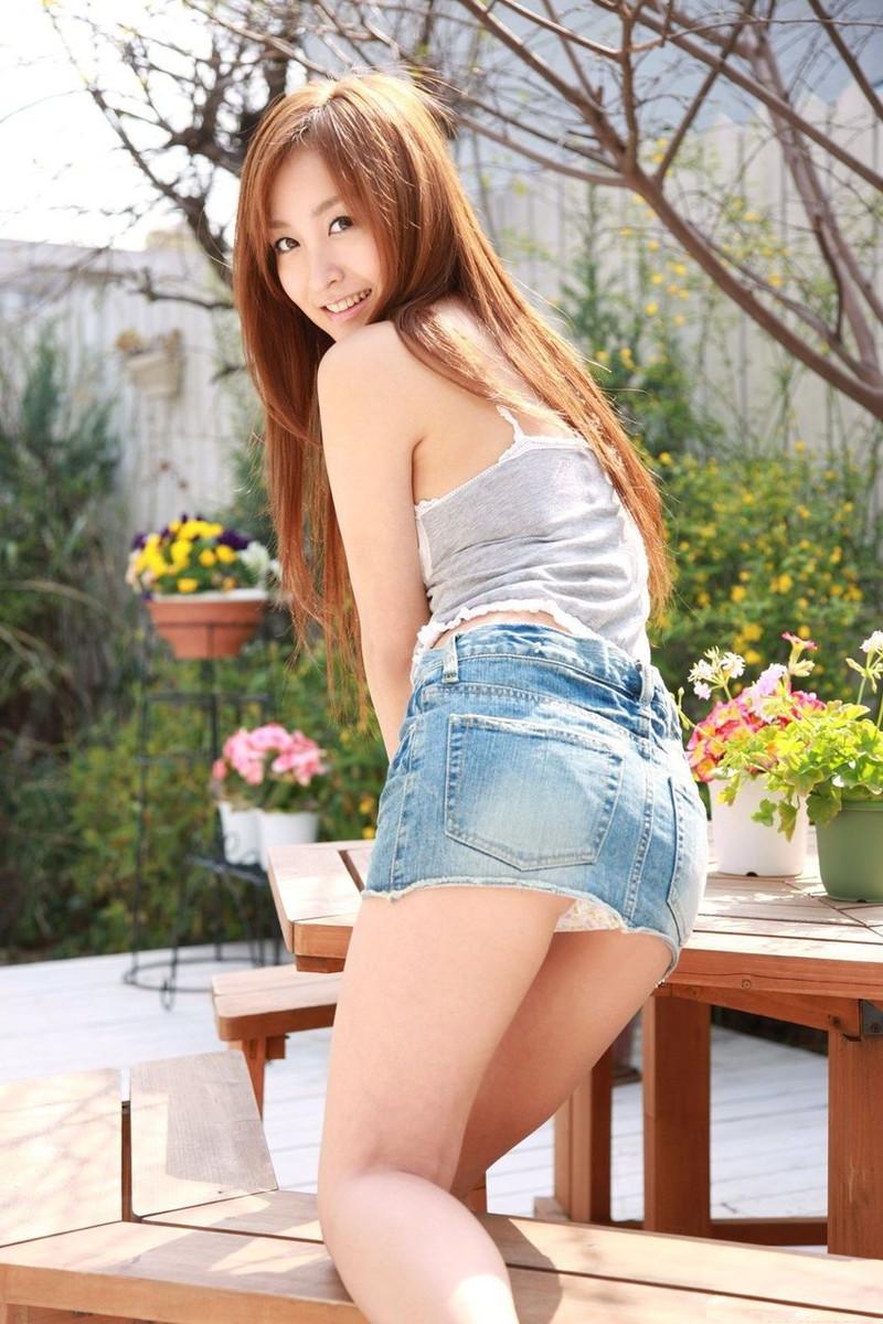 【タレントミニスカ画像】アイドルやグラドルのパンチラしそうなミニスカ画像 55