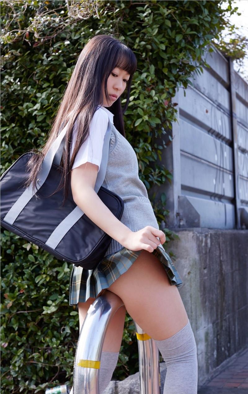 【タレントミニスカ画像】アイドルやグラドルのパンチラしそうなミニスカ画像 61