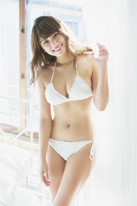 【久松郁実グラビア水着画像】モグラ女子として人気な久松郁実さんのビキニ画像 03