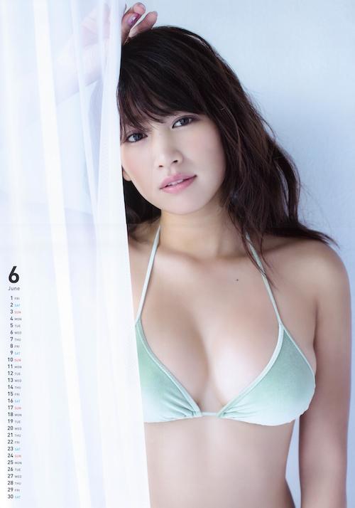 【久松郁実グラビア水着画像】モグラ女子として人気な久松郁実さんのビキニ画像 09