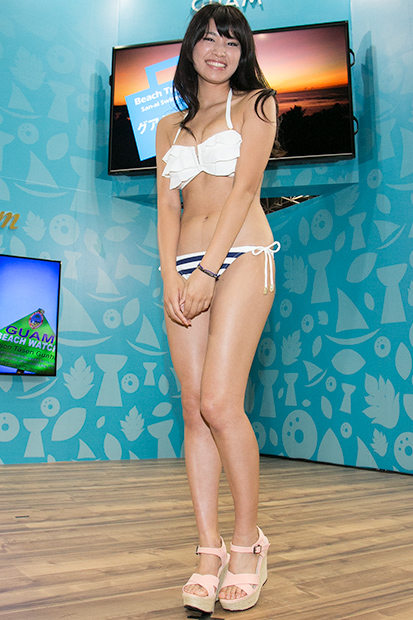 【久松郁実グラビア水着画像】モグラ女子として人気な久松郁実さんのビキニ画像 19