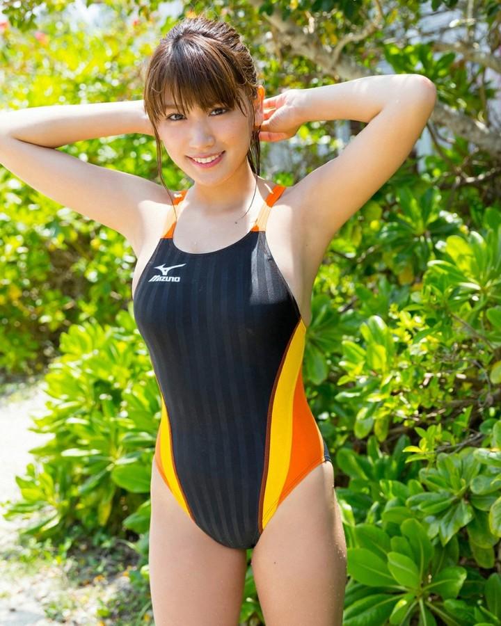 【久松郁実グラビア水着画像】モグラ女子として人気な久松郁実さんのビキニ画像 34