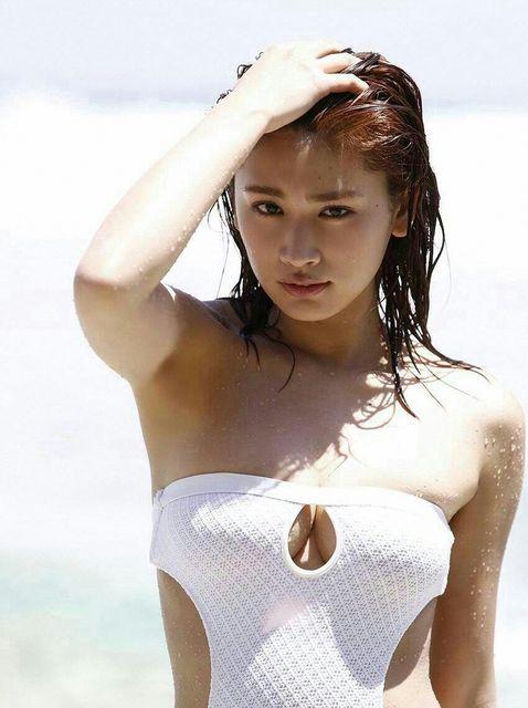 【久松郁実グラビア水着画像】モグラ女子として人気な久松郁実さんのビキニ画像 35