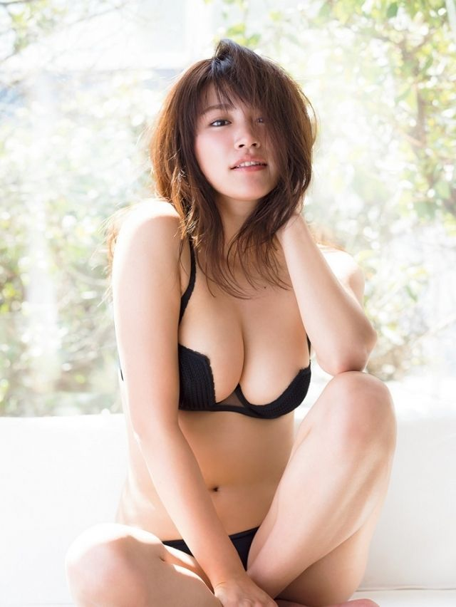 【久松郁実グラビア水着画像】モグラ女子として人気な久松郁実さんのビキニ画像 44