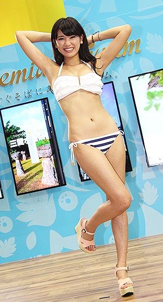 【久松郁実グラビア水着画像】モグラ女子として人気な久松郁実さんのビキニ画像 74