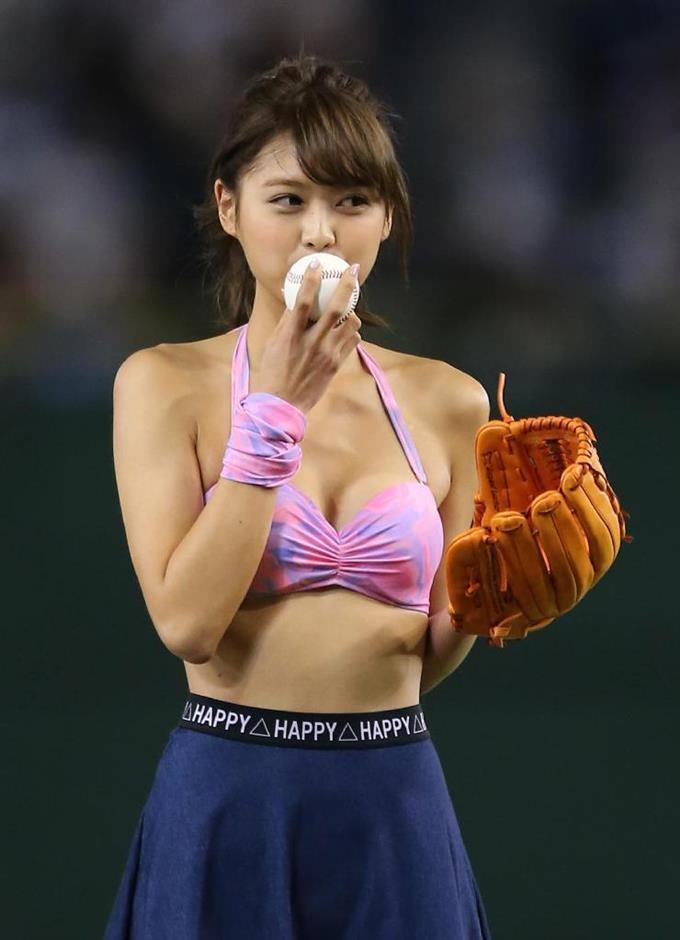 【久松郁実グラビア水着画像】モグラ女子として人気な久松郁実さんのビキニ画像 76