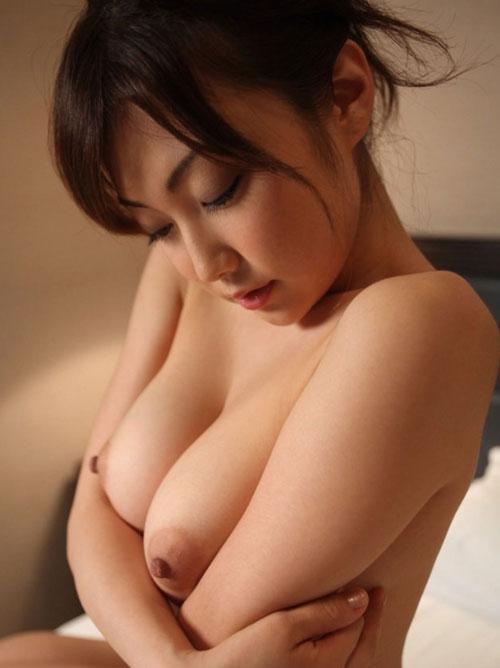 【巨乳美女寄せ乳画像】グラドルやAV女優達の寄せ乳がエロいオッパイ画像 34