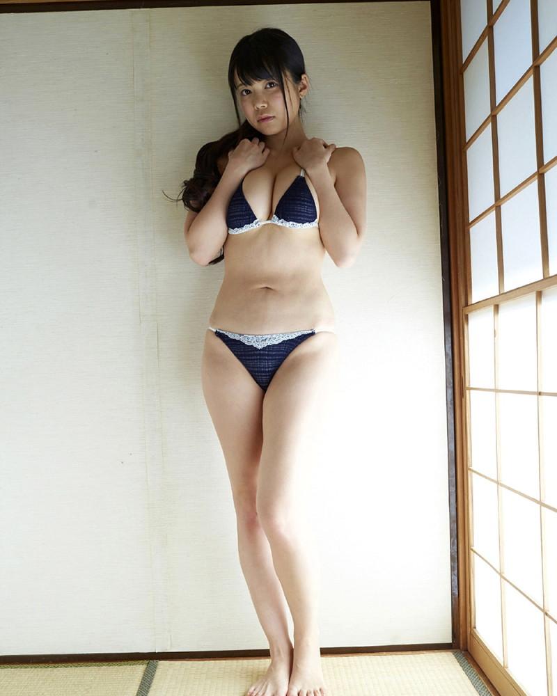 【巨乳美女寄せ乳画像】グラドルやAV女優達の寄せ乳がエロいオッパイ画像 37
