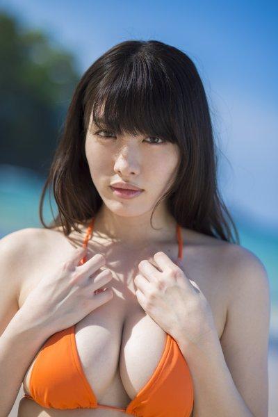 【巨乳美女寄せ乳画像】グラドルやAV女優達の寄せ乳がエロいオッパイ画像 65