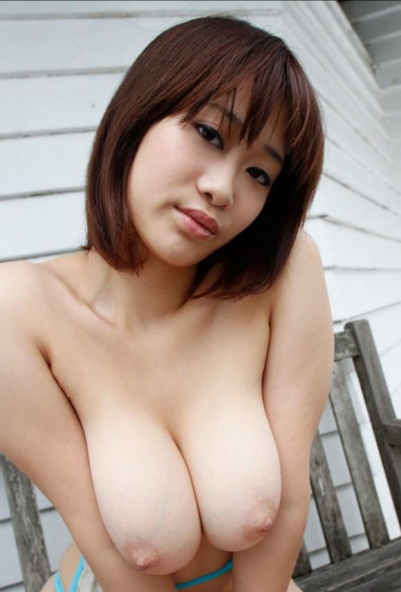 【巨乳美女寄せ乳画像】グラドルやAV女優達の寄せ乳がエロいオッパイ画像 79