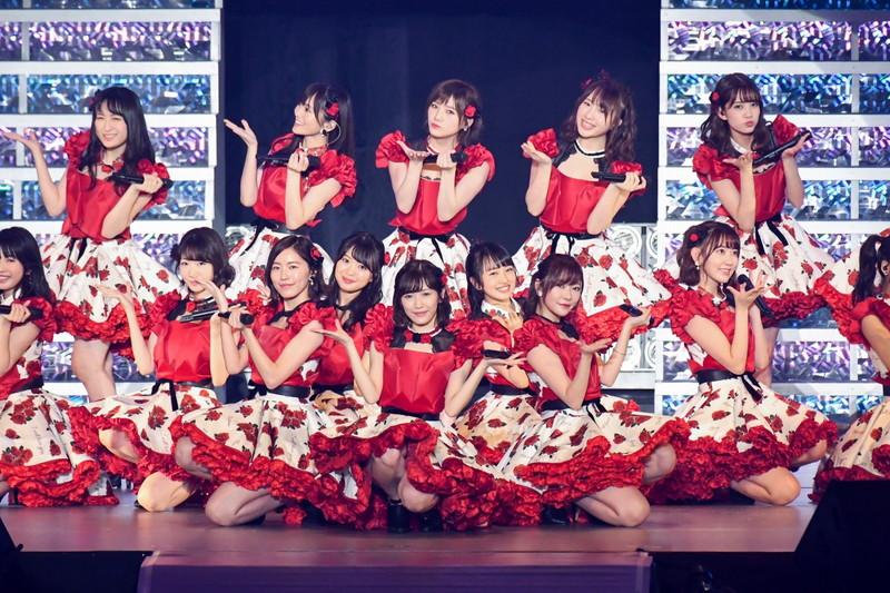 【AKB48パンチラ画像】可愛いミニスカ衣装でパンチラしそうなアイドル画像 03