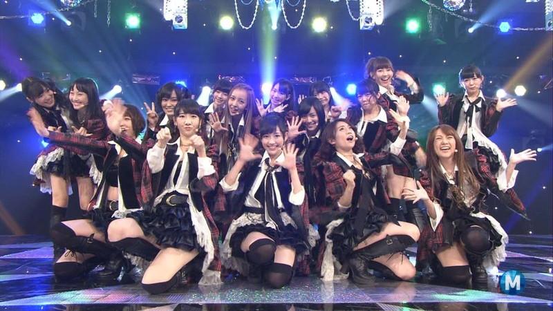 【AKB48パンチラ画像】可愛いミニスカ衣装でパンチラしそうなアイドル画像 05