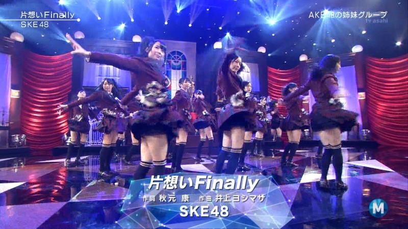 【AKB48パンチラ画像】可愛いミニスカ衣装でパンチラしそうなアイドル画像 06