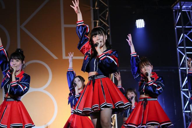 【AKB48パンチラ画像】可愛いミニスカ衣装でパンチラしそうなアイドル画像 07