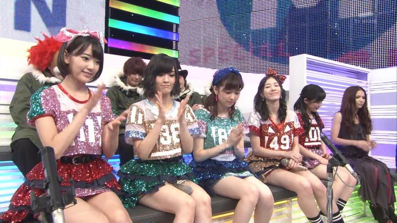 【AKB48パンチラ画像】可愛いミニスカ衣装でパンチラしそうなアイドル画像 10