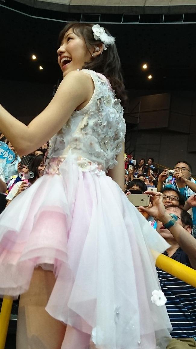 【AKB48パンチラ画像】可愛いミニスカ衣装でパンチラしそうなアイドル画像 11