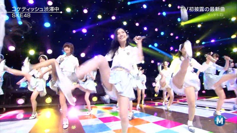 【AKB48パンチラ画像】可愛いミニスカ衣装でパンチラしそうなアイドル画像 12