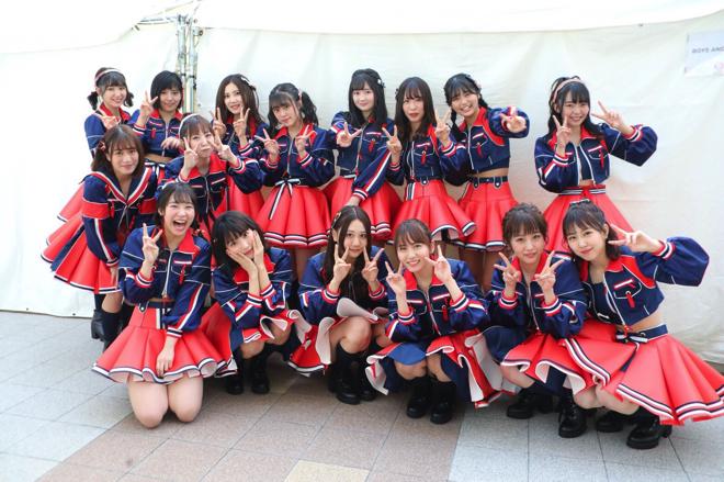 【AKB48パンチラ画像】可愛いミニスカ衣装でパンチラしそうなアイドル画像 13
