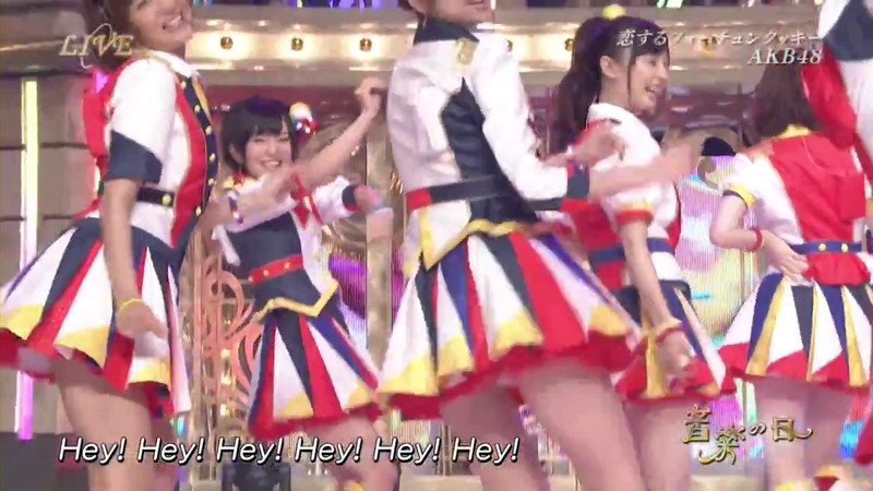 【AKB48パンチラ画像】可愛いミニスカ衣装でパンチラしそうなアイドル画像 15