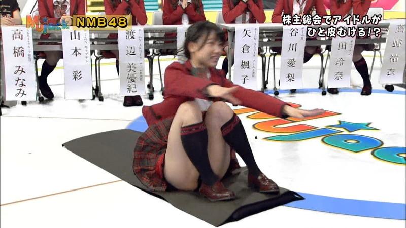 【AKB48パンチラ画像】可愛いミニスカ衣装でパンチラしそうなアイドル画像 18
