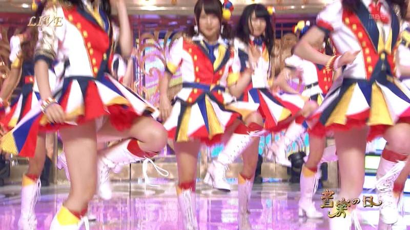 【AKB48パンチラ画像】可愛いミニスカ衣装でパンチラしそうなアイドル画像 21
