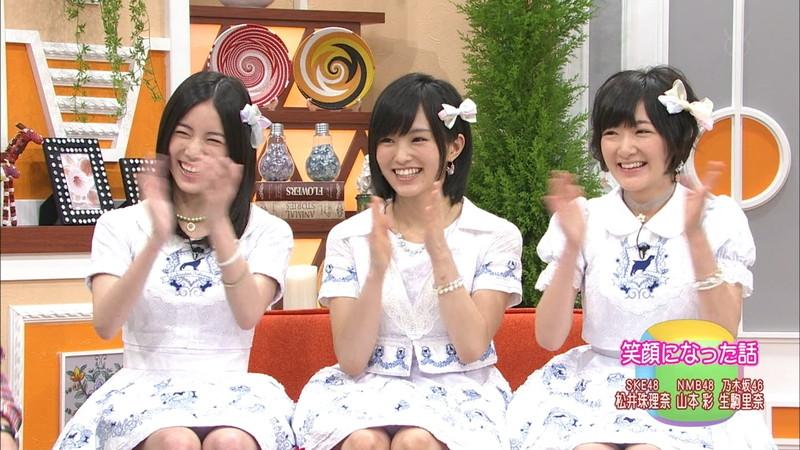 【AKB48パンチラ画像】可愛いミニスカ衣装でパンチラしそうなアイドル画像 25