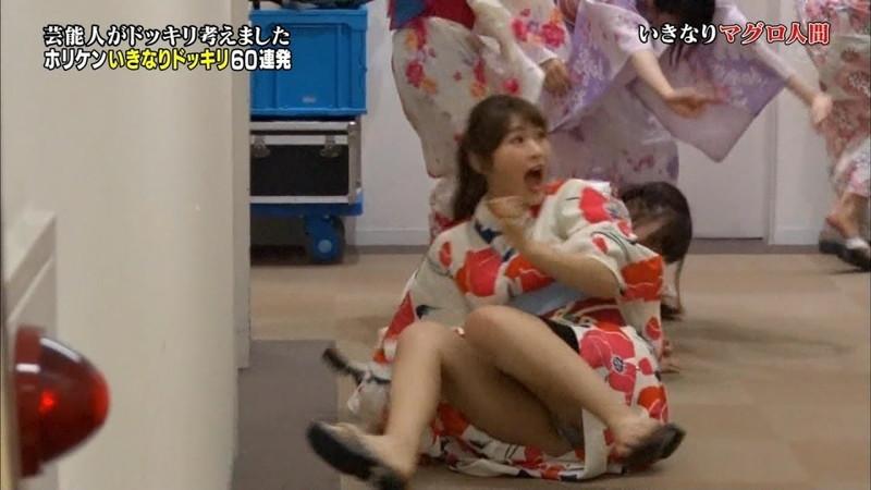 【AKB48パンチラ画像】可愛いミニスカ衣装でパンチラしそうなアイドル画像 37