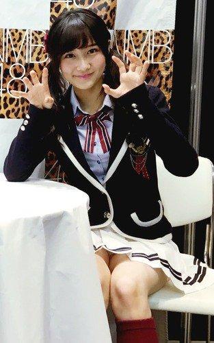 【AKB48パンチラ画像】可愛いミニスカ衣装でパンチラしそうなアイドル画像 39