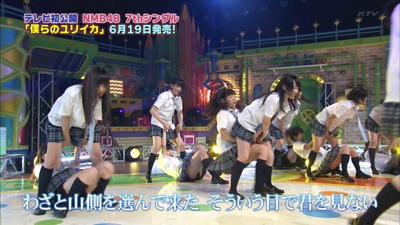 【AKB48パンチラ画像】可愛いミニスカ衣装でパンチラしそうなアイドル画像 42