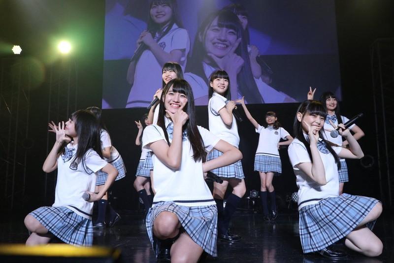 【AKB48パンチラ画像】可愛いミニスカ衣装でパンチラしそうなアイドル画像 43