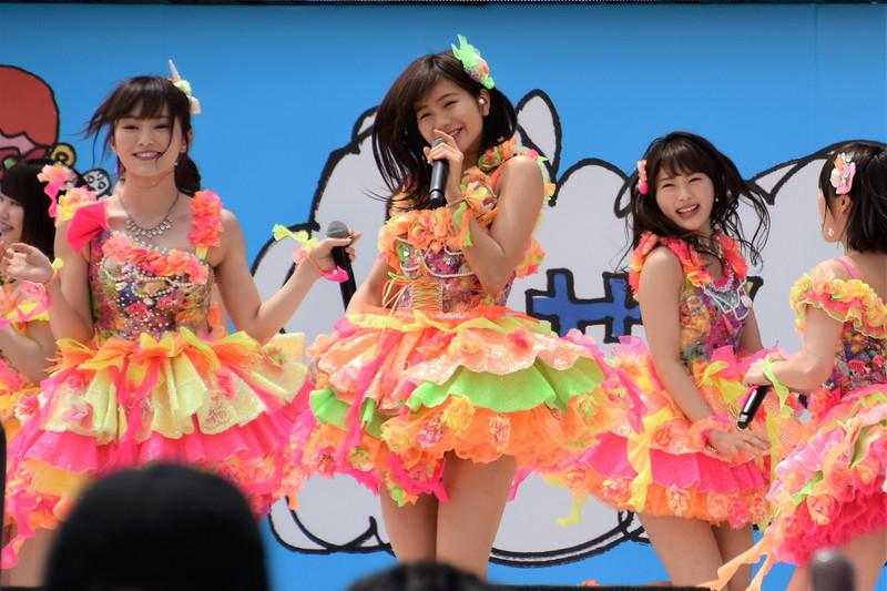 【AKB48パンチラ画像】可愛いミニスカ衣装でパンチラしそうなアイドル画像 46