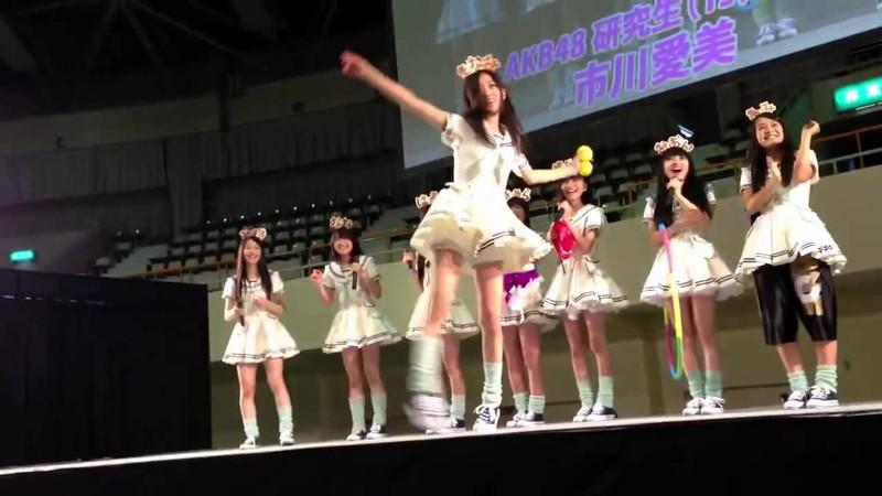 【AKB48パンチラ画像】可愛いミニスカ衣装でパンチラしそうなアイドル画像 53