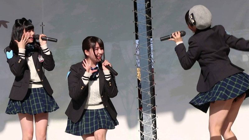【AKB48パンチラ画像】可愛いミニスカ衣装でパンチラしそうなアイドル画像 54
