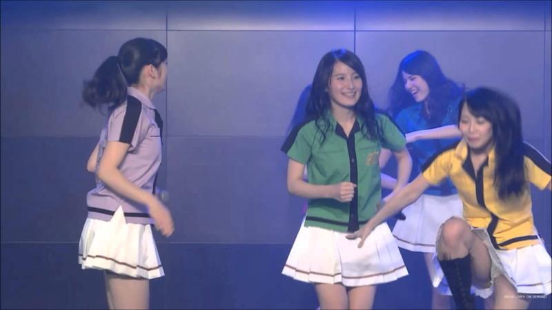 【AKB48パンチラ画像】可愛いミニスカ衣装でパンチラしそうなアイドル画像 55